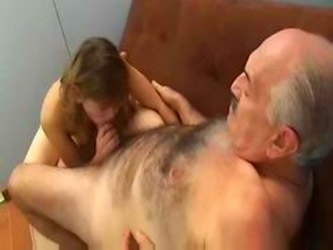Old Man Fucked Young Girl El Viejo Piola!!