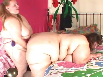 Incredible lesbian encounter with hot bbws