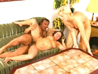 Amateur threesome of hairy brunette