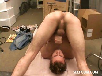 Guys sucking his own cock