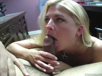 Joclyn Stone sucks a dick skillfully and gets a mouthful