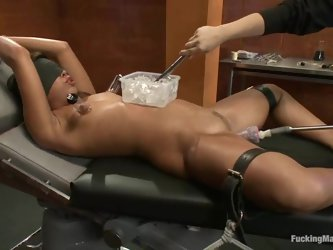Blindfolded Alexa Jaymes gets satisfied by a fucking machine