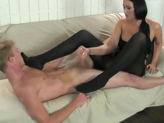 Arousing brunette likes pelasing her guy with wild and nasty foot fetish scene