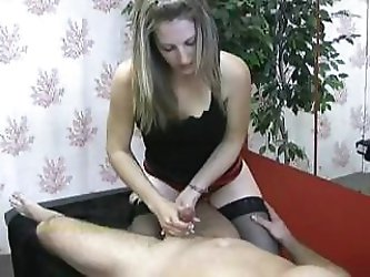Masseuse looks focused as she masturbates her clientªL-s cock