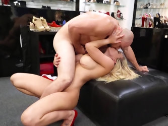 The blonde is getting her hair pulled by her lover and her pussy is getting massaged too by her strong partner with large muscles. He also manages to