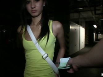 Spoiled brunette can't suck a dick outdoors, but it's not a problem to give a blowjob in the dark parking lot. Licking the balls and rubbing