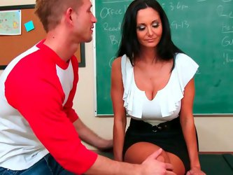 Smoking hot curvy MILF Ava Addams sits on teacher's desk teasing her college boy Bill with her fabulous legs. Dude takes off her shoes and fills