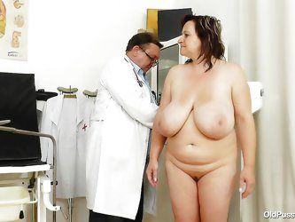 Check out this chunky whore! She's at her doc for a complete examination and damn, the doc really gives his best in checking her out! After measu