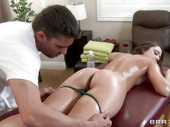 She was hoping for a relaxing massage, but the masseur gave her a little bit more... She might be reluctant at the beginning, but it didn't take