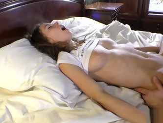 Twerking stepsister gets fucked, cums and does footjob with cumshot. Mia