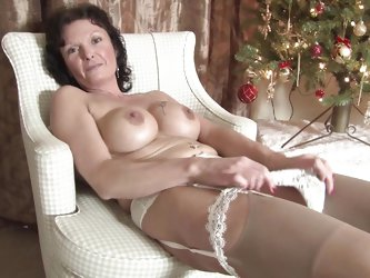 Jacqueline X is a sexy mature mom. Look at attractive body and nice round boobs. At first she is stripping to make her feel horny. Then she is crushin