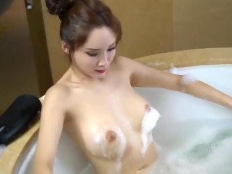 Chinese Model ??? Alice Zhou - Nude Shoot BTS Raw
