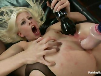 Jessie discovered the pleasure of being fucked by a machine. Her tight oiled anus is being drilled by the dildo attached on that fucking machine and b