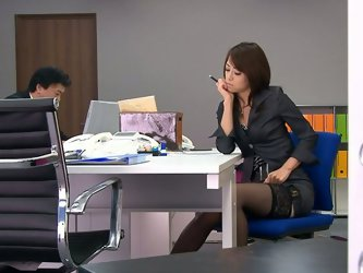 Answering the phone, preparing projects and other stuff make this Asian brunette too horny. Not paying attention to other office employees this brunet
