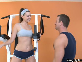 Sporty brunette Victoria Lawson and her handsome fitness trainer getalone in the gym. What can be done in this situation? He squeezes her tits and eat