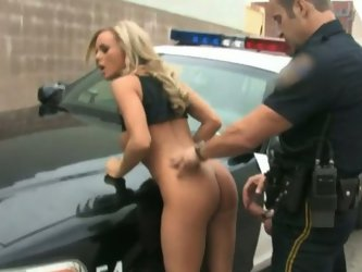 Hot tempered dude in cop uniform drills delciosu pussy of busty blonde Bree Olson. He pokes her hairy snatch right on a car hood and covers it with cu