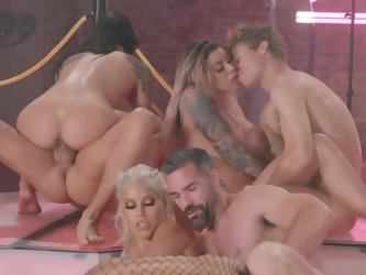 Unrepeatable orgy performed in Brazzers House by the mots popular stars deserves attention. Brilliant bombshells deal with big-coked stallions. It&