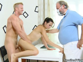 Old fat gynecologist watches how petite skinny babe gets fucked on the table