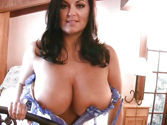 What comes in your mind when you see such huge boobs babe in front of your eyes. I bet, you will just say 'wow'. Look at these big natural t