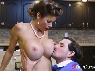 Classy wife Alexis Faws spreads her legs for a kitchen sex