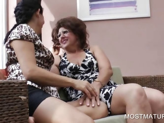 Mature dykes kissing in threesome