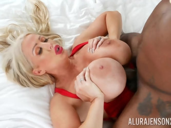 Black hunk shows this mature woman proper anal hardcore