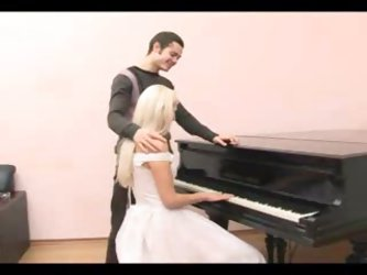 Fucking the bride that sits at the piano