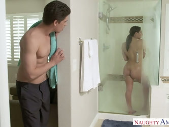 Posh sister's friend Abella Danger allowed to fuck her in the shower