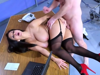 Consultation with gorgeous doctor about size of his dick ends for patient with spontaneous fuck. Luxurious woman in black stockings is happy to be pen
