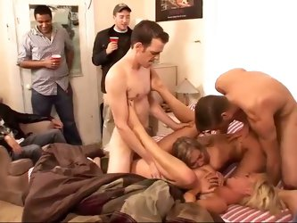 College party turns into a nice orgy