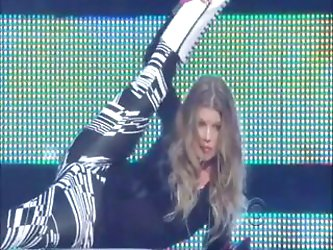 Fergie - In tight Spandex (Live)