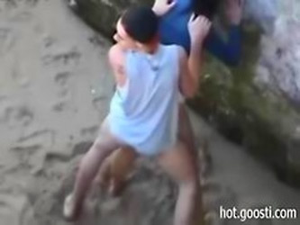 Teens Are So Horny That Hump Right On Public Beach