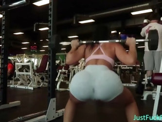 BIG BOOTY TEEN WORKING OUT NO PANTIES OR BRA AT GYM
