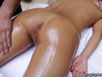 This brunette loves to spend time in the massage salon. This horny chick visits the same masseur. This girlie loves the way he rubs all her body, tits