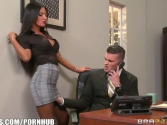 Elicia Solis gets some office fucking - Brazzers